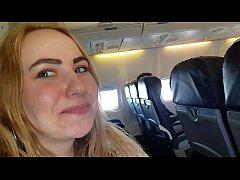 คลิปxฝรั่งแอบโมกควยกันบนเครื่องบิน อาศัยวันที่คนขึ้นเครื่องกันไม่เยอะสองคู่รักนี้เลยอยากทำเรื่องเสียวที่ท้าทายมากๆเลยxxxกันบนเครื่องบิน